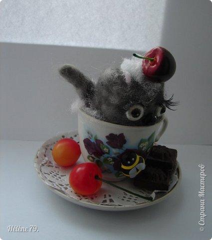 Здравствуйте, дорогие соседи!!! Сегодня хотела бы поделиться с ВАМИ своими поделочками с использованием ненужной посуды.   Цыплёнок в кружке.   фото 11
