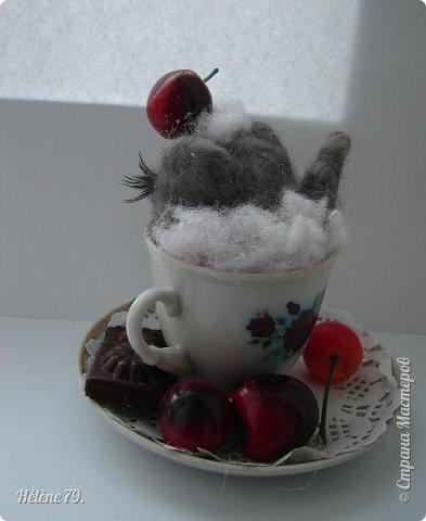 Здравствуйте, дорогие соседи!!! Сегодня хотела бы поделиться с ВАМИ своими поделочками с использованием ненужной посуды.   Цыплёнок в кружке.   фото 12