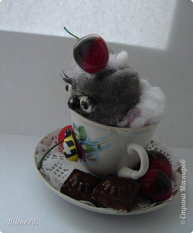 Здравствуйте, дорогие соседи!!! Сегодня хотела бы поделиться с ВАМИ своими поделочками с использованием ненужной посуды.   Цыплёнок в кружке.   фото 13