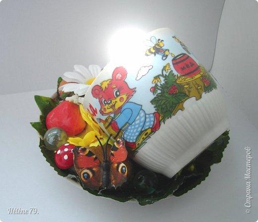 Здравствуйте, дорогие соседи!!! Сегодня хотела бы поделиться с ВАМИ своими поделочками с использованием ненужной посуды.   Цыплёнок в кружке.   фото 17