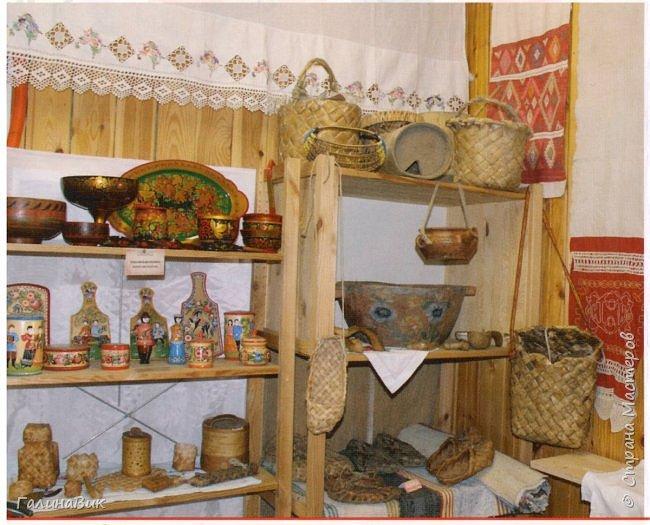 У наших предков было огромное разнообразие игр и игрушек: деревянные, глиняные, тряпичные, лычные, берестяные игрушки служили зачастую и как помощники в делах и жизни. Музей, расположенный в Измайловском Кремле, представляет разные виды народного творчества и наследия. В нем объединены подлинные предметы и творения народных мастеров: старинные народные музыкальные инструменты, предметы быта и утвари, народная одежда, собрание игр и игрушек, уголок народного театра. фото 1