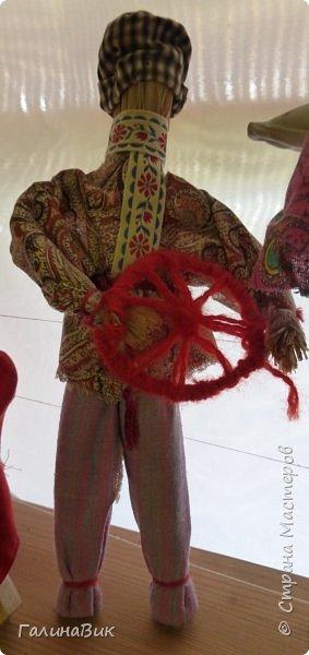 У наших предков было огромное разнообразие игр и игрушек: деревянные, глиняные, тряпичные, лычные, берестяные игрушки служили зачастую и как помощники в делах и жизни. Музей, расположенный в Измайловском Кремле, представляет разные виды народного творчества и наследия. В нем объединены подлинные предметы и творения народных мастеров: старинные народные музыкальные инструменты, предметы быта и утвари, народная одежда, собрание игр и игрушек, уголок народного театра. фото 9