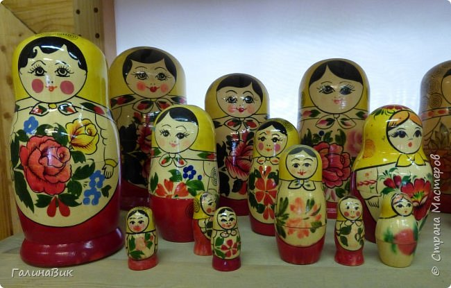 У наших предков было огромное разнообразие игр и игрушек: деревянные, глиняные, тряпичные, лычные, берестяные игрушки служили зачастую и как помощники в делах и жизни. Музей, расположенный в Измайловском Кремле, представляет разные виды народного творчества и наследия. В нем объединены подлинные предметы и творения народных мастеров: старинные народные музыкальные инструменты, предметы быта и утвари, народная одежда, собрание игр и игрушек, уголок народного театра. фото 44