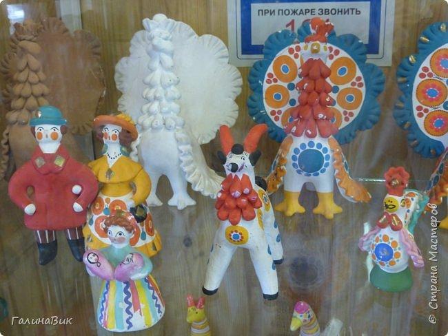У наших предков было огромное разнообразие игр и игрушек: деревянные, глиняные, тряпичные, лычные, берестяные игрушки служили зачастую и как помощники в делах и жизни. Музей, расположенный в Измайловском Кремле, представляет разные виды народного творчества и наследия. В нем объединены подлинные предметы и творения народных мастеров: старинные народные музыкальные инструменты, предметы быта и утвари, народная одежда, собрание игр и игрушек, уголок народного театра. фото 63