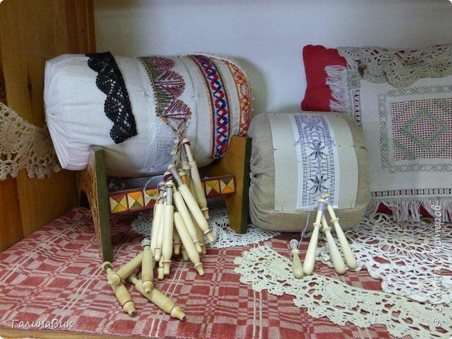 У наших предков было огромное разнообразие игр и игрушек: деревянные, глиняные, тряпичные, лычные, берестяные игрушки служили зачастую и как помощники в делах и жизни. Музей, расположенный в Измайловском Кремле, представляет разные виды народного творчества и наследия. В нем объединены подлинные предметы и творения народных мастеров: старинные народные музыкальные инструменты, предметы быта и утвари, народная одежда, собрание игр и игрушек, уголок народного театра. фото 30