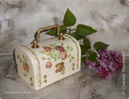 Всем БОЛЬШОЙ ПРИВЕТ !!!   Сегодня продемонстрирую вам своё последнее этой весной произведение - сундучок для драгоценностей, сделанный в подарок для молодой женщины. фото 4