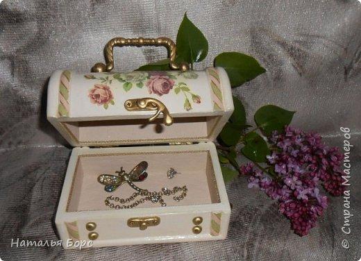 Всем БОЛЬШОЙ ПРИВЕТ !!!   Сегодня продемонстрирую вам своё последнее этой весной произведение - сундучок для драгоценностей, сделанный в подарок для молодой женщины. фото 12
