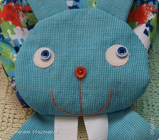 Продолжаю заячью тему)))  Вот такой рюкзачок у меня сшился в подарок на 2-хлетие маленького непоседы. Автор выкройки- Екатерина Осипова http://rigierukodelki.blogspot.ru/   фото 2