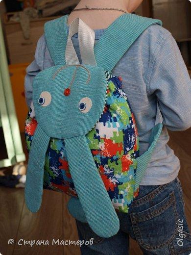 Продолжаю заячью тему)))  Вот такой рюкзачок у меня сшился в подарок на 2-хлетие маленького непоседы. Автор выкройки- Екатерина Осипова http://rigierukodelki.blogspot.ru/   фото 4