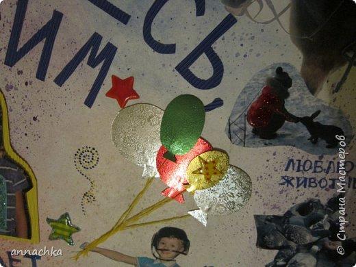 """На выпускной в детский сад сделали стенгазету с сыном. Точнее он помогал делать фон, а потом устал)))) Фон - настругала карандаш, а сын пальчиками растушевывал, я немного помогала ему. Вообще я не люблю белый фон на стенгазетах, этот вариант мне очень даже понравился, потом еще сделали капельки с помощью щетки и акварели. В реале более яркая, с блестящими элементами. Надпись """"знакомьтесь Вадим"""" - вырезанные и приклеенные буквы из гофробумаги, выпуклые. Центральная фотка тоже выпуклая, наклеена на гофробумагу и на двухсторонний скотч. Мы старалась))))  фото 2"""