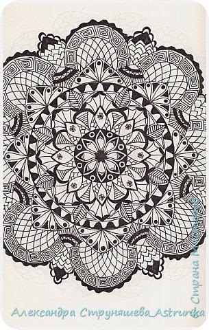 Рисование в стиле зенарт, зентангл, картины в стиле дудлинг и мандалы – все это не только необычные техники рисования, это еще и целая Вселенная, скрытая художником в переплетениях замысловатых узоров! Не устояла и я))) Узоры рисуются гелевыми или капиллярными ручками, обычно черного цвета, но можно и разноцветными...  фото 5