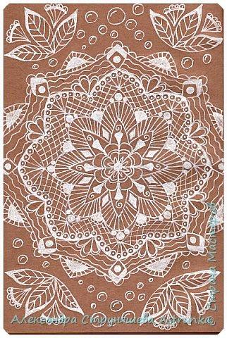 Рисование в стиле зенарт, зентангл, картины в стиле дудлинг и мандалы – все это не только необычные техники рисования, это еще и целая Вселенная, скрытая художником в переплетениях замысловатых узоров! Не устояла и я))) Узоры рисуются гелевыми или капиллярными ручками, обычно черного цвета, но можно и разноцветными...  фото 6
