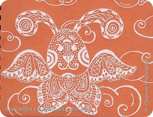 Рисование в стиле зенарт, зентангл, картины в стиле дудлинг и мандалы – все это не только необычные техники рисования, это еще и целая Вселенная, скрытая художником в переплетениях замысловатых узоров! Не устояла и я))) Узоры рисуются гелевыми или капиллярными ручками, обычно черного цвета, но можно и разноцветными...  фото 12