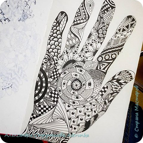 Рисование в стиле зенарт, зентангл, картины в стиле дудлинг и мандалы – все это не только необычные техники рисования, это еще и целая Вселенная, скрытая художником в переплетениях замысловатых узоров! Не устояла и я))) Узоры рисуются гелевыми или капиллярными ручками, обычно черного цвета, но можно и разноцветными...  фото 4