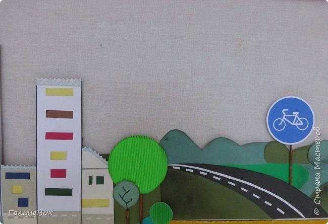 По просьбе администрации гимназии сделала стенд, на котором размещены фотографии с мероприятий, посвященных правилам дорожного движения. На первом фото общий вид стенда. Справа и слева сверху были добавлены заголовки. фото 5