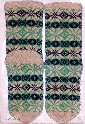 Для жаккардовых носочков я обычно беру два мотка ниток (по 100 гр) и всегда остается немножко, на вторую пару не хватит. А от нескольких пар по-немножку и еще носочки. фото 2