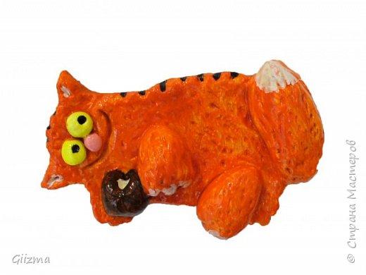 Здравствуйте! С тех пор, как у меня случайно получился котишка с невероятно пакостной мордочкой, я все хотела сделать серию таких котишек. И вот, встречайте - коты- пакостники, обаятельные жулики.  Все - на магнитиках, отлично держатся на холодильнике.  Какая сметанка? Нее, не видел... фото 4