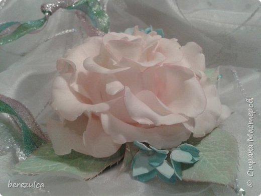 Роза - зефирка, листья - иран. Заколка сделана для замечательной выпускницы 4го класса) фото 5