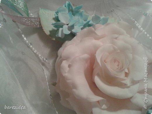Роза - зефирка, листья - иран. Заколка сделана для замечательной выпускницы 4го класса) фото 6