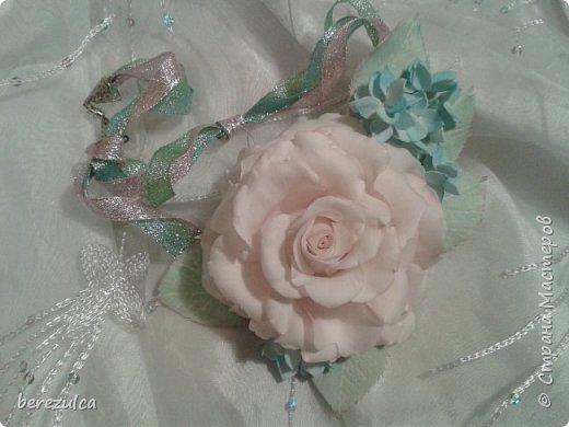 Роза - зефирка, листья - иран. Заколка сделана для замечательной выпускницы 4го класса) фото 4