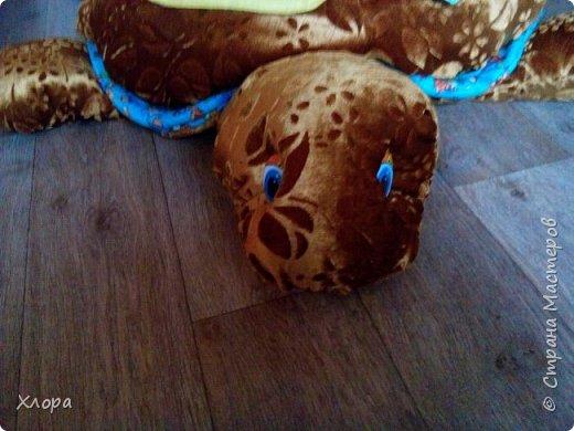 Вот такая зверюка  подарилась на день Рождения моей  Варюсечке. Игрушка- раскладушка, внутри массажный коврик. Все части на липучках, мягкие лапки мы кидали в корзину, развивали меткость. Размер метр на метр примерно. фото 12
