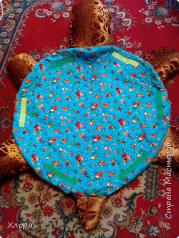 Вот такая зверюка  подарилась на день Рождения моей  Варюсечке. Игрушка- раскладушка, внутри массажный коврик. Все части на липучках, мягкие лапки мы кидали в корзину, развивали меткость. Размер метр на метр примерно. фото 5