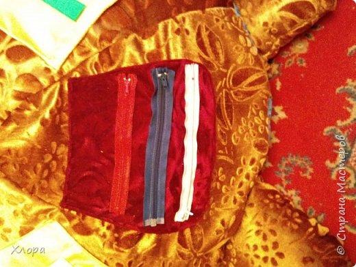 Вот такая зверюка  подарилась на день Рождения моей  Варюсечке. Игрушка- раскладушка, внутри массажный коврик. Все части на липучках, мягкие лапки мы кидали в корзину, развивали меткость. Размер метр на метр примерно. фото 9