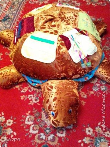 Вот такая зверюка  подарилась на день Рождения моей  Варюсечке. Игрушка- раскладушка, внутри массажный коврик. Все части на липучках, мягкие лапки мы кидали в корзину, развивали меткость. Размер метр на метр примерно. фото 6