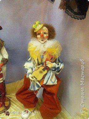 Друзья приглашаю вас в Питер на выставку кукол и мишек тедди!  Сразу скажу, что я не знаю имена всех мастеров  работы которых вы увидите, но я надеюсь, что вам будет интересно пройти по выставке вместе со мной - полюбоваться и зарядиться вдохновением и хорошим настроением! Итак мы у входа - На Большой Морской 38! фото 3