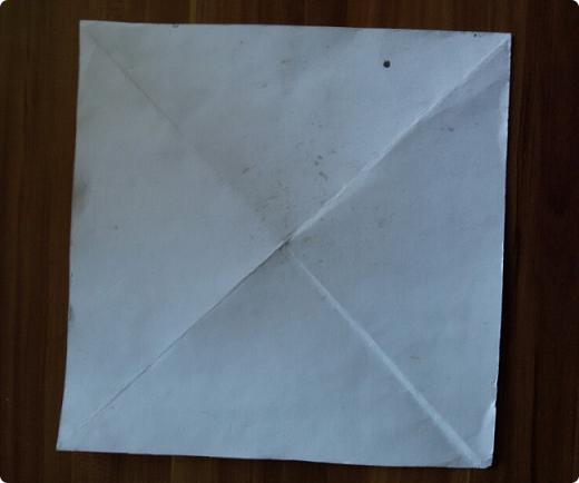 Приветствую вас, мои дорогие соседи Мастера и Мастерицы! Сегодня представляю на ваш суд свои последние работы.  Коробочка 25х25х12, бумага газетная ширина полосы 10.5, спица 1мм. Крышка картон+распечатка. Цвет вм клен 1/3 вода и краска для ткани.     фото 37
