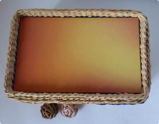 Приветствую вас, мои дорогие соседи Мастера и Мастерицы! Сегодня представляю на ваш суд свои последние работы.  Коробочка 25х25х12, бумага газетная ширина полосы 10.5, спица 1мм. Крышка картон+распечатка. Цвет вм клен 1/3 вода и краска для ткани.     фото 12