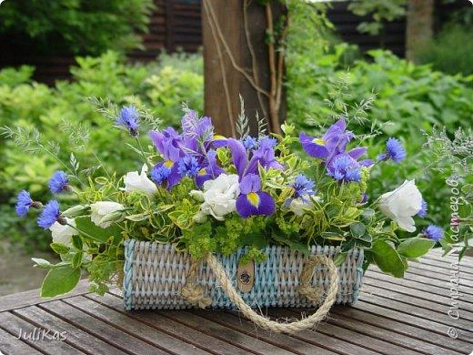 Здравствуйте, коллеги. Показываю мои работы букетного периода. №1 Корзинка голубая (впоследствии может стать газетницей). А пока она посвящена моему любимому весеннему цветку - пиону. фото 21