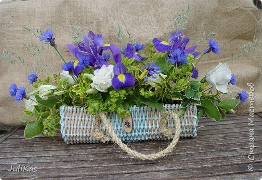Здравствуйте, коллеги. Показываю мои работы букетного периода. №1 Корзинка голубая (впоследствии может стать газетницей). А пока она посвящена моему любимому весеннему цветку - пиону. фото 11