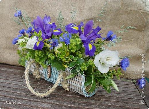 Здравствуйте, коллеги. Показываю мои работы букетного периода. №1 Корзинка голубая (впоследствии может стать газетницей). А пока она посвящена моему любимому весеннему цветку - пиону. фото 12