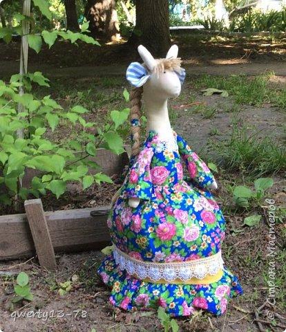 крупная высокая русскоговорящая Розита-жирафа на чайник. Цвет платья лучше всего передан на первой фотографии.  фото 1