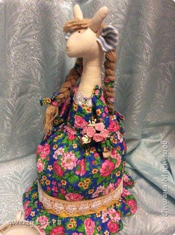 крупная высокая русскоговорящая Розита-жирафа на чайник. Цвет платья лучше всего передан на первой фотографии.  фото 2