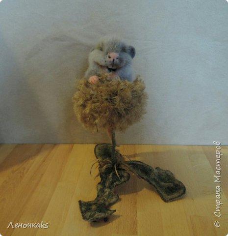 Мышонок на цветке фото 1