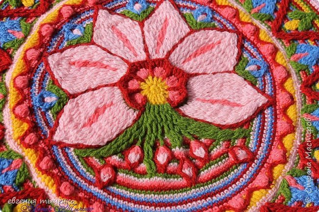 Вот такой получился цветочный коврик, техника Overlay Crochet, размер 73 см, нитки акрил, По нему буду делать МК фото 2