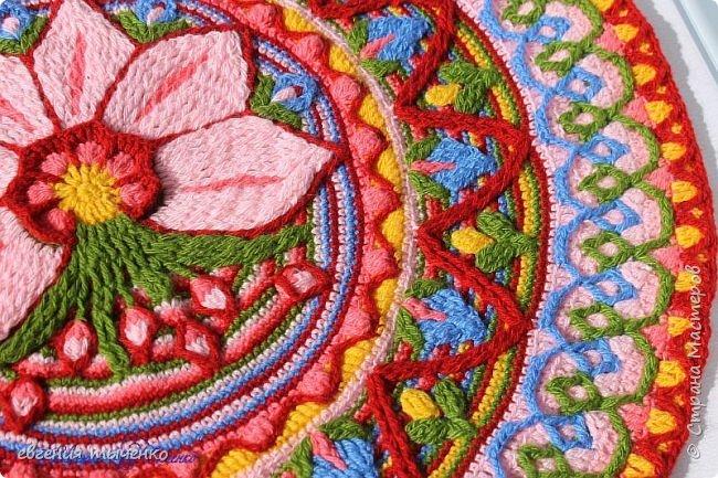 Вот такой получился цветочный коврик, техника Overlay Crochet, размер 73 см, нитки акрил, По нему буду делать МК фото 3