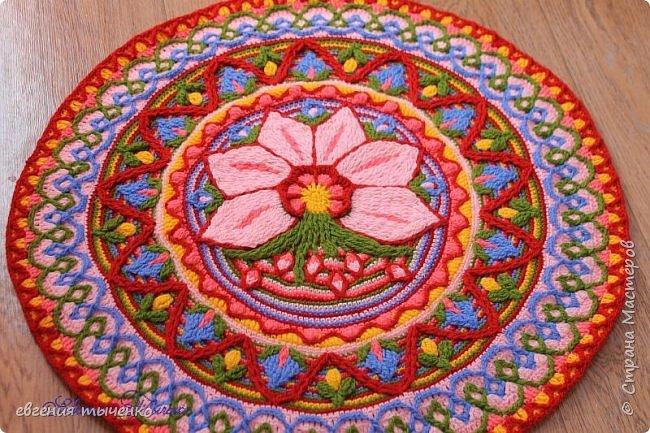 Вот такой получился цветочный коврик, техника Overlay Crochet, размер 73 см, нитки акрил, По нему буду делать МК фото 6