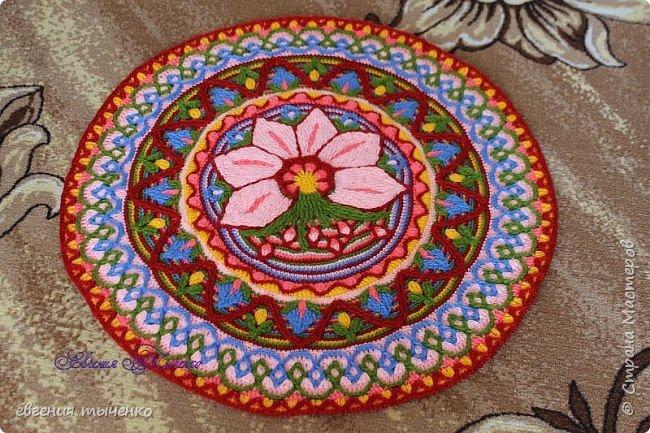 Вот такой получился цветочный коврик, техника Overlay Crochet, размер 73 см, нитки акрил, По нему буду делать МК фото 7