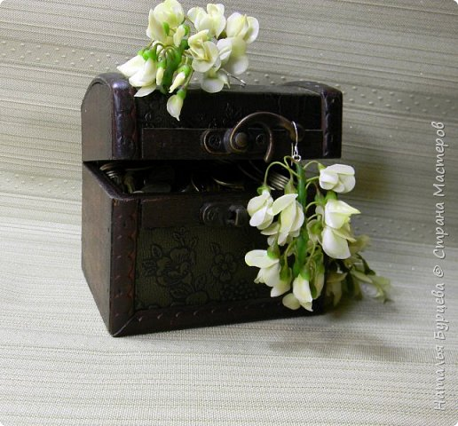 У нас сейчас самое время цветения АКАЦИИ. Приятный аромат разносится по всюду и навевает вдохновение)! Посмотрев видео, вы научитесь лепить замечательные цветы акации и собирать их в украшения. фото 2