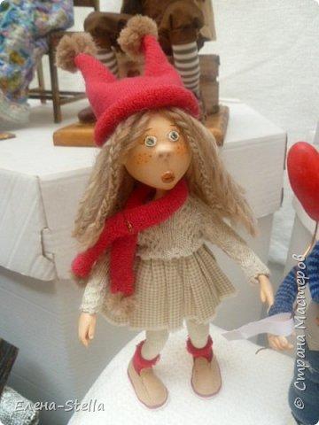 Друзья приглашаю вас в Питер на выставку кукол и мишек тедди!  Сразу скажу, что я не знаю имена всех мастеров  работы которых вы увидите, но я надеюсь, что вам будет интересно пройти по выставке вместе со мной - полюбоваться и зарядиться вдохновением и хорошим настроением! Итак мы у входа - На Большой Морской 38! фото 52