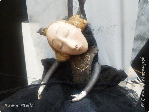 Друзья приглашаю вас в Питер на выставку кукол и мишек тедди!  Сразу скажу, что я не знаю имена всех мастеров  работы которых вы увидите, но я надеюсь, что вам будет интересно пройти по выставке вместе со мной - полюбоваться и зарядиться вдохновением и хорошим настроением! Итак мы у входа - На Большой Морской 38! фото 49