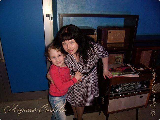 Решили мы с дочей на выпускной пойти в одинаковых платьях))  вот мама озадачивалась и шила )) фото 31