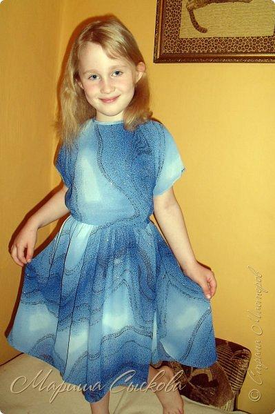 Решили мы с дочей на выпускной пойти в одинаковых платьях))  вот мама озадачивалась и шила )) фото 14