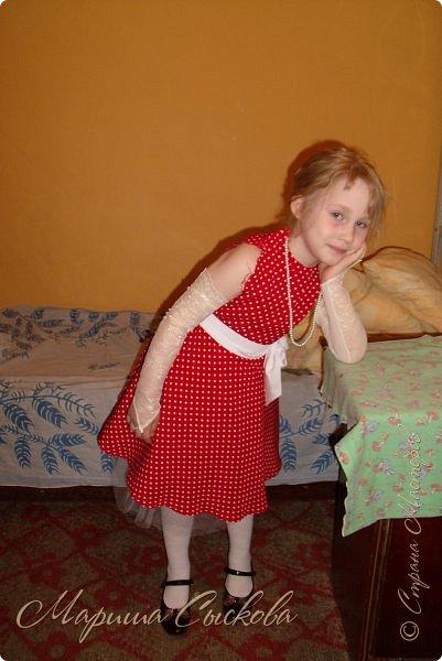 Решили мы с дочей на выпускной пойти в одинаковых платьях))  вот мама озадачивалась и шила )) фото 3