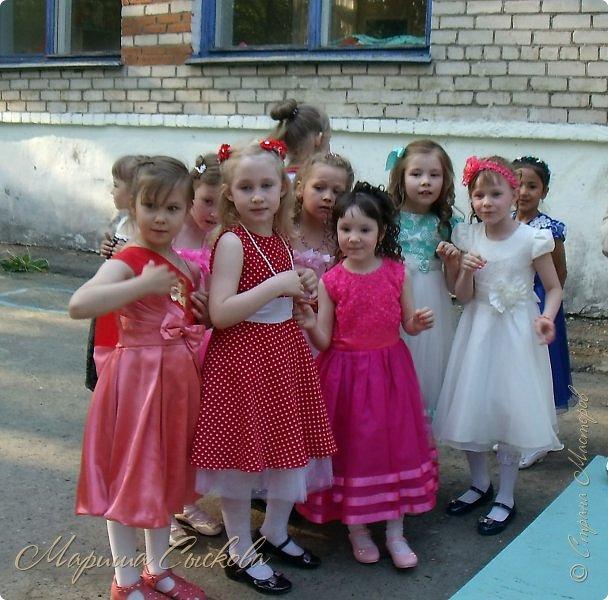 Решили мы с дочей на выпускной пойти в одинаковых платьях))  вот мама озадачивалась и шила )) фото 8
