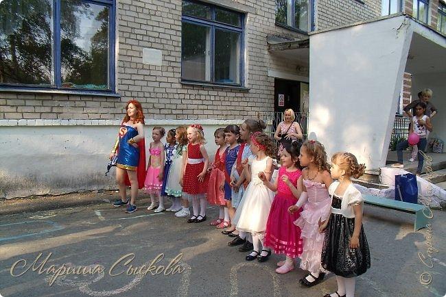 Решили мы с дочей на выпускной пойти в одинаковых платьях))  вот мама озадачивалась и шила )) фото 9