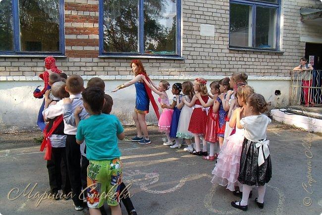 Решили мы с дочей на выпускной пойти в одинаковых платьях))  вот мама озадачивалась и шила )) фото 10